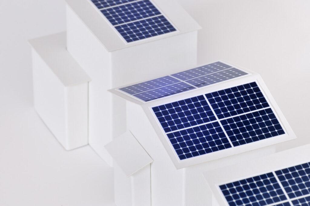 停電時は太陽光発電で創った電気を使いながら貯める