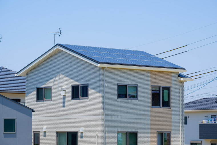 太陽光のみの場合はパワーコンディショナーを連系運転から自立運転に手動で切り替え