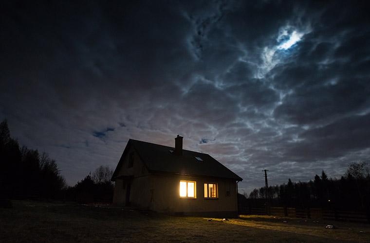 停電時でも太陽光発電の電気のみで普段のように電気を使えるのか。